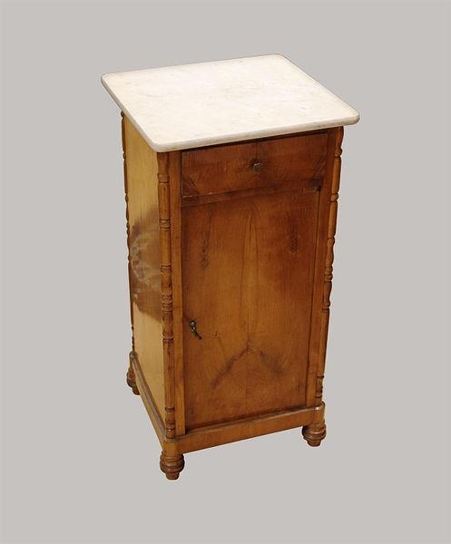 Nachttisch mit Marmorplatte 080x040x037 Kirschbaum 1835