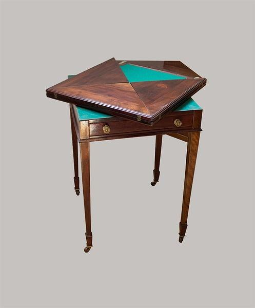 Spieltisch 074x052x052 Mahagoni 1825