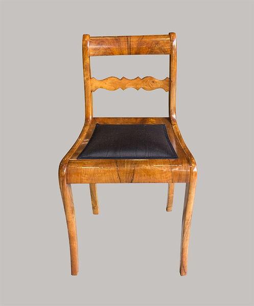 Stuhl Nussbaum furniert u. massiv 1830