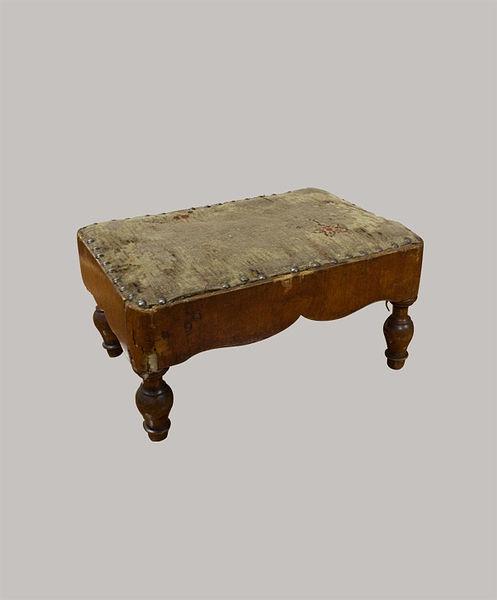 Fussbänkchen 017x034x023 Kirschbaum furniert 1845