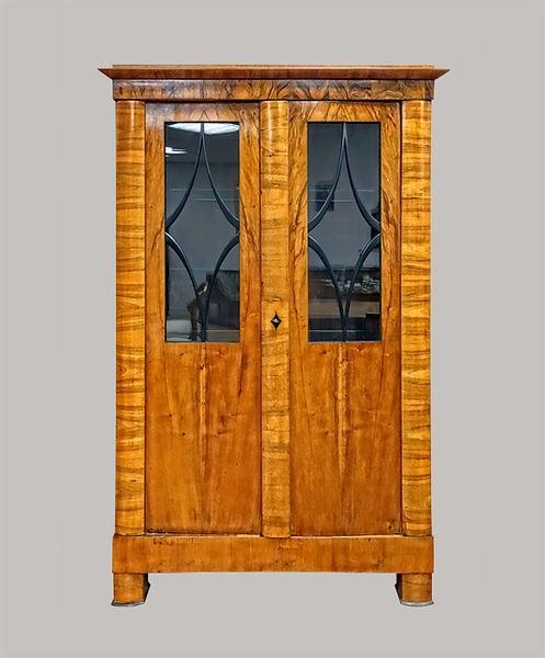 Bücherschrank 187x122x044 Nussbaum furniert 1825