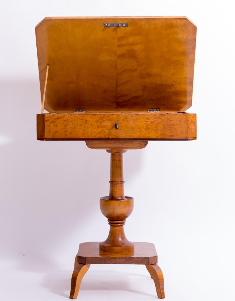 Nähtisch aus Birke Holz massiv und furniert, gut kombinirebar zu Kirschbaum Möbel