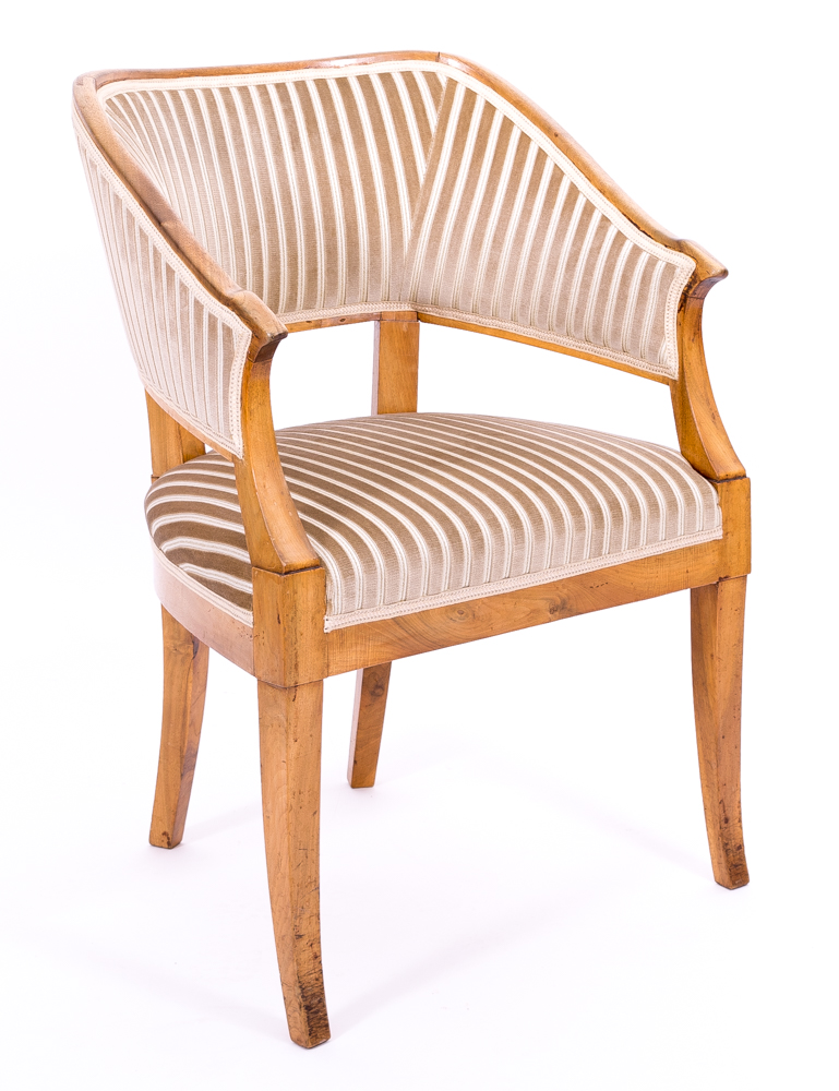 sesselartiges Sitzmöbelmit gepolsterten Seiten-, Sitz- und Rückenlehnen