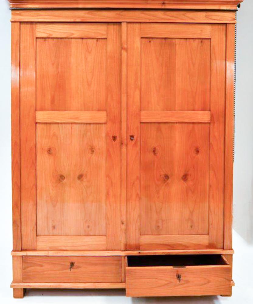 Kleiderschrank Kirschbaum Massiv: Kühles Schlafzimmerschrank