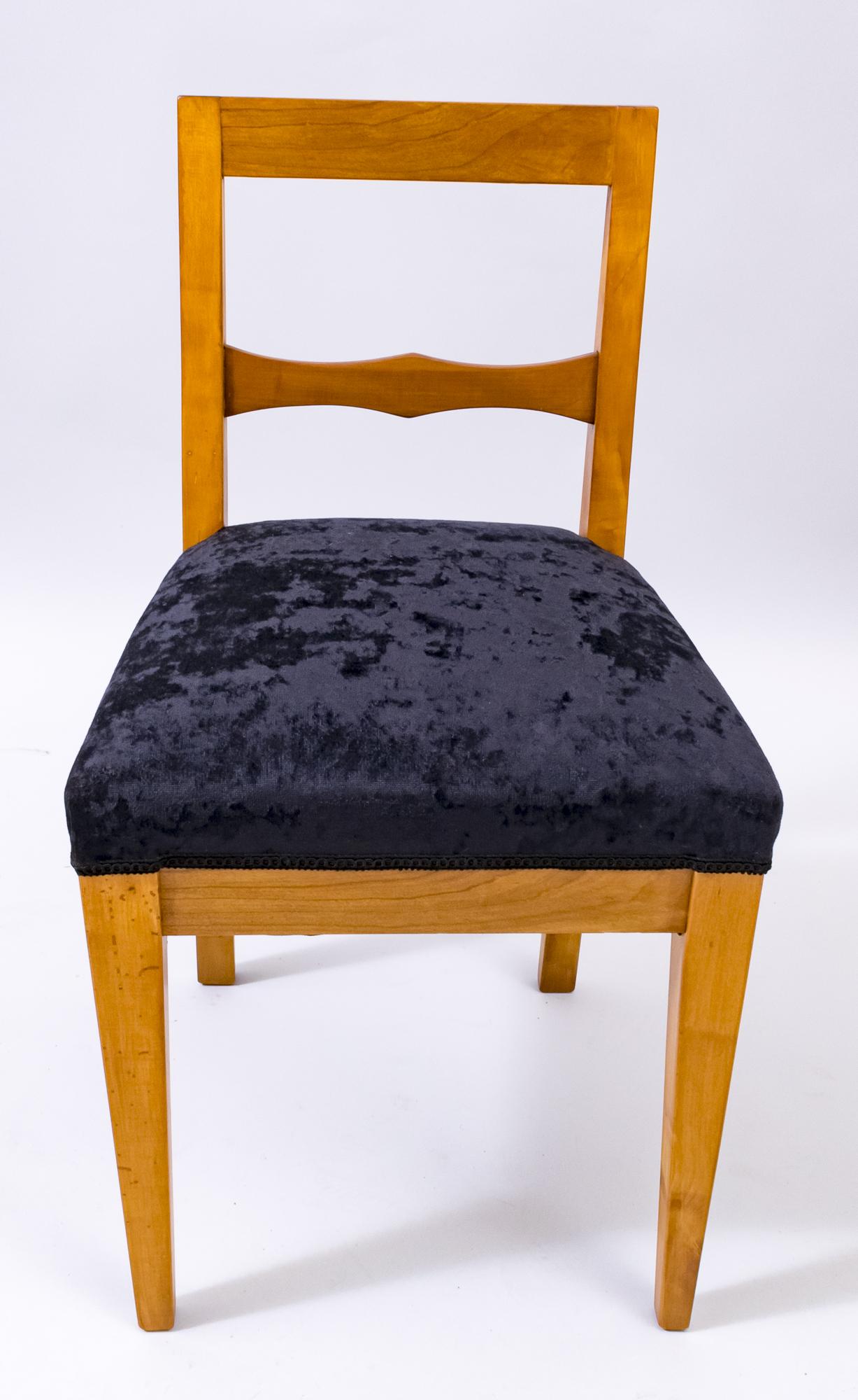 originale Antiquitäten mit modernen Möbel kombinieren