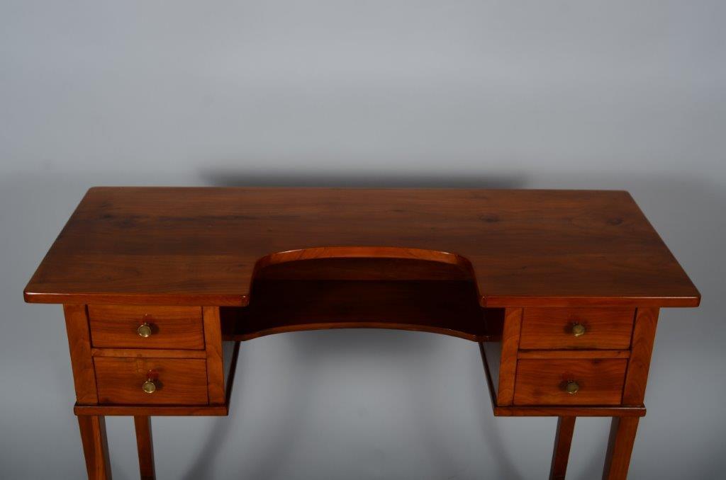 alte antike Möbel,Ausbesserung der Oberfläche