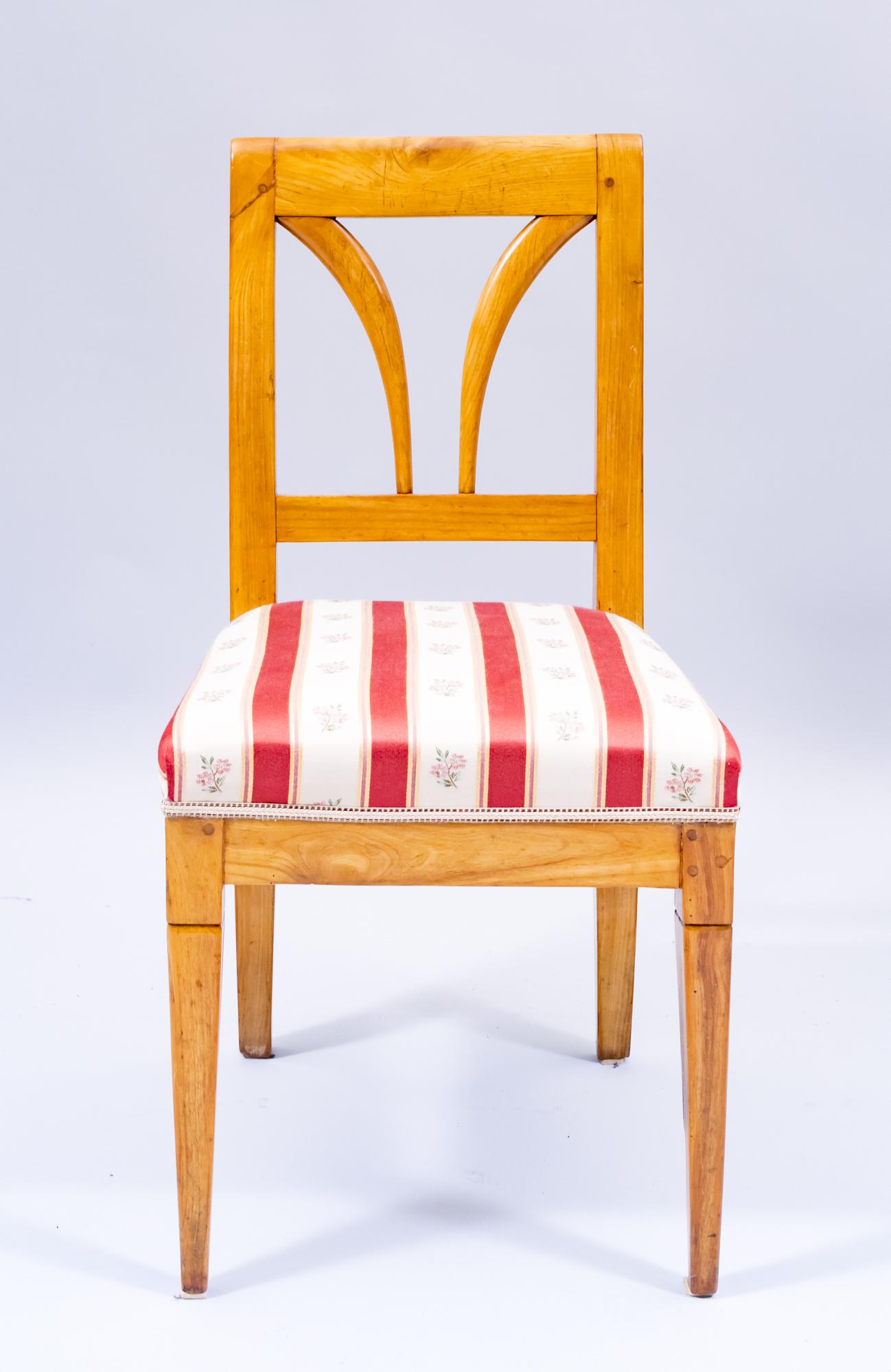 antiker Holzstuhl aus Kirschbaum